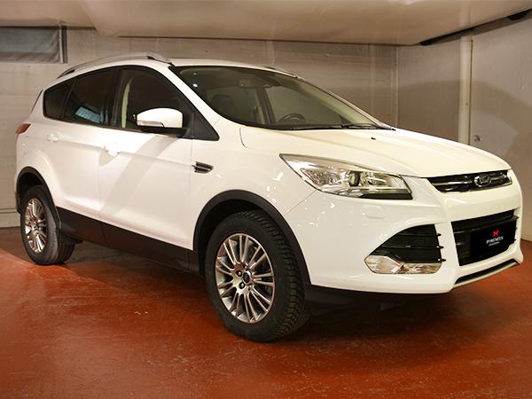 Ford - Kuga   10.900 €