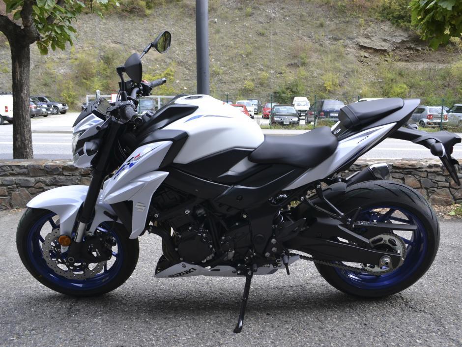 Suzuki - GSX-S750   7.900 €