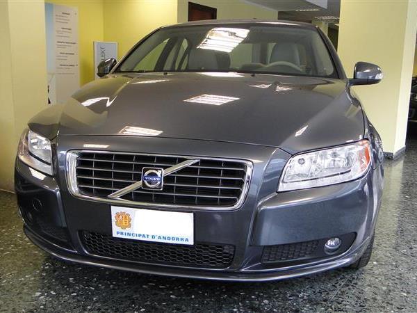 Volvo - S80   16.000 €