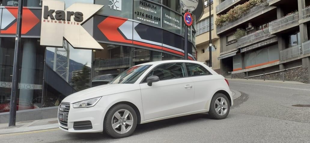 Audi - A1 - 1.4 TDI ULTRA 90 CV ATTRACTION   10.500 €