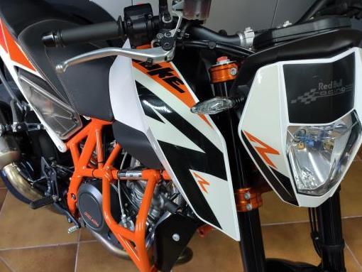 KTM - 690 Duke - R   4.900 €