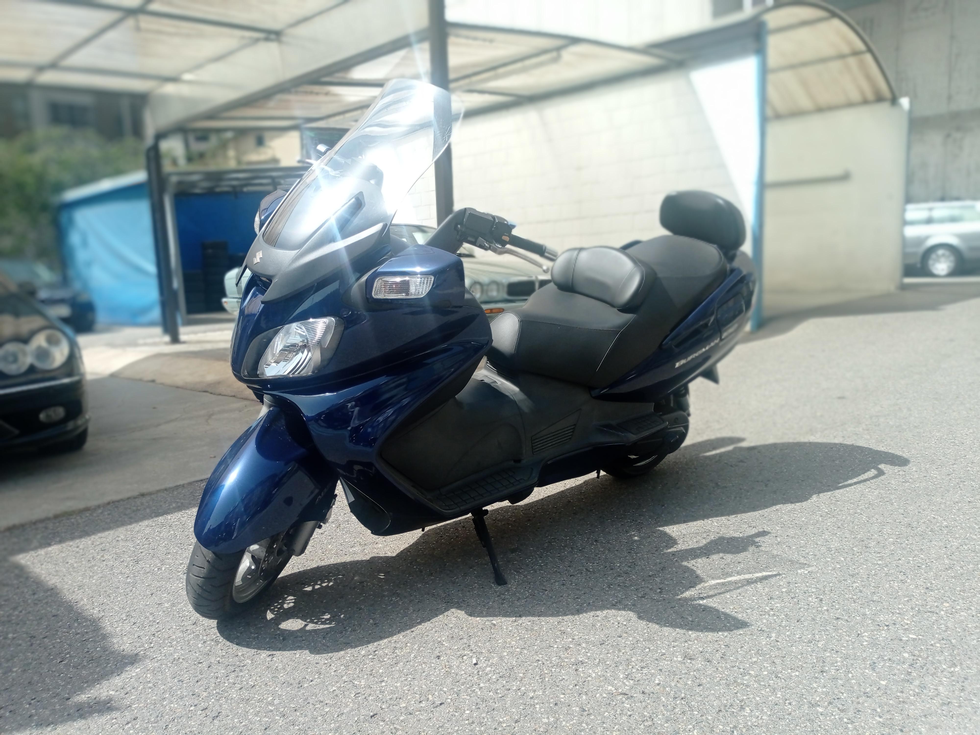Suzuki - Burgman 650 Benzina  2006  16.000 Km