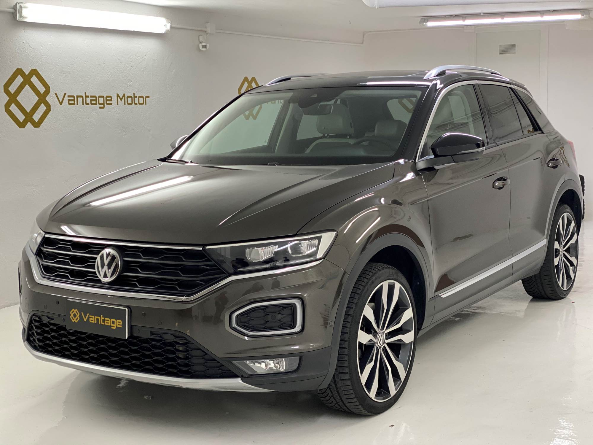 Volkswagen - T-Roc   24.500 €